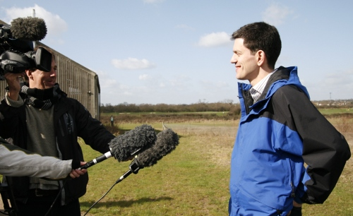thames-chase-miliband-with-reporters-small